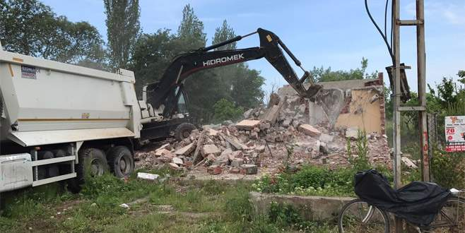 Tehlike yaratan binalara yıkım
