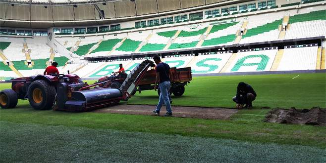 Stadyumda hibrit çim çalışmaları başladı