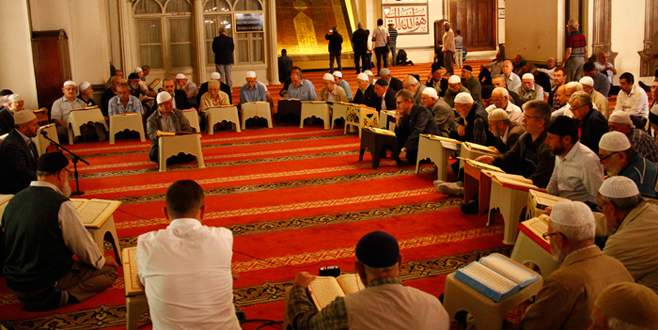 Bursa'daki tarihi camilerde mukabele geleneği yaşatılıyor