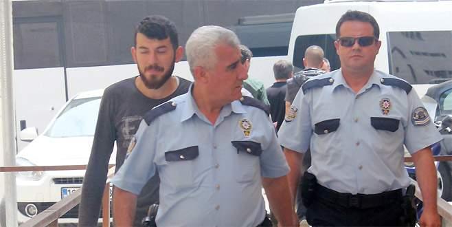 Bursa'da evine giren hırsızı bıçaklayan şahıs adliyeye sevk edildi