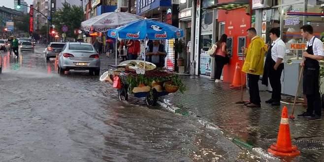 Bursa'da sağanak yağış etkili oldu