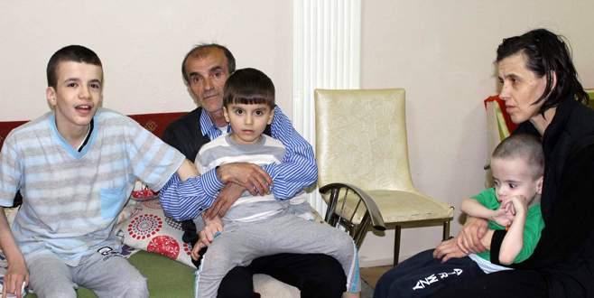 Engelli çocuklarına bakabilmek için yardım eli bekliyor
