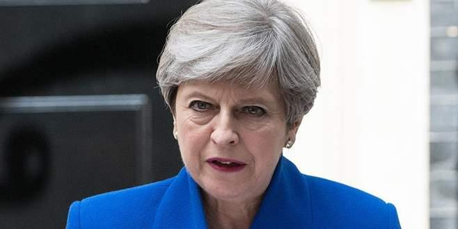 600 bin İngiliz May'in istifasını istedi