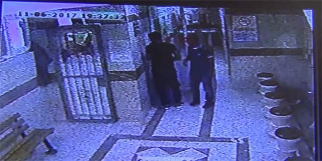 Bursa'da iftar vakti camiden hırsızlık kamerada