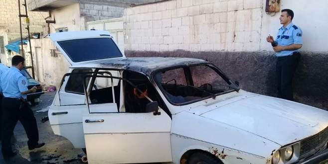 Alev alan otomobildeki çocuk hayatını kaybetti