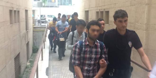 Bursa'da FETÖ'cü infaz koruma memurları adliyeye sevk edildi
