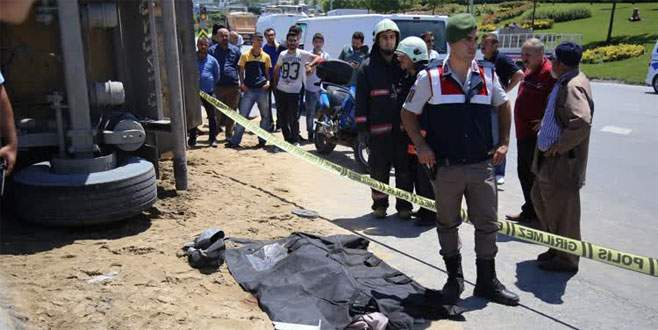 Hafriyat kamyonun çarptığı genç kız hayatını kaybetti
