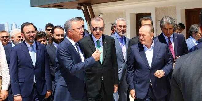 Erdoğan yenilenen İstanbul Anadolu İmam Hatip Lisesi'ni gezdi