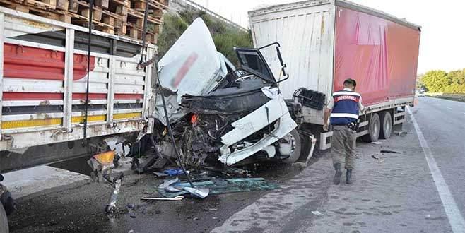 Bursa'da TIR kazası: 1'i ağır 2 yaralı