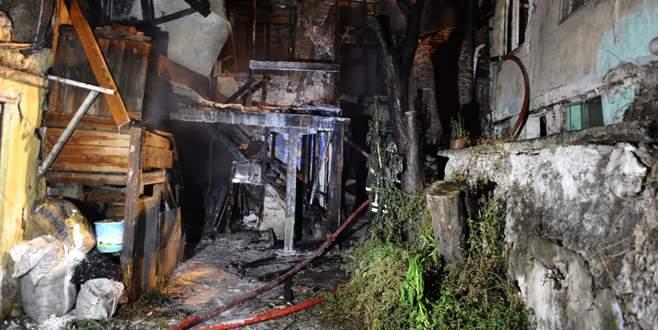 Bursa'da metruk bina yangını!