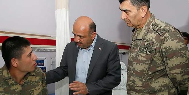 Bakan Işık Manisa'da yemekten etkilenen askerleri ziyaret etti