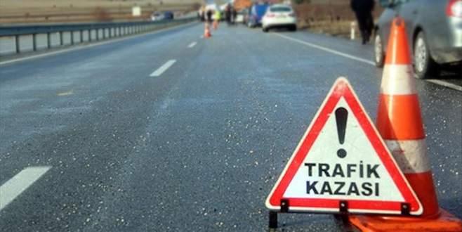 Jandarma aracı ile otomobil çarpıştı: 3 yaralı