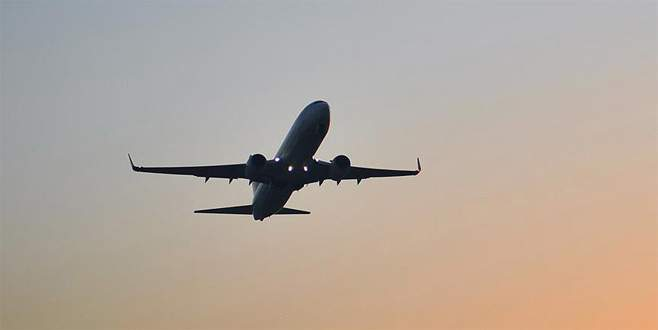 Türbülansa giren uçakta 26 kişi yaralandı