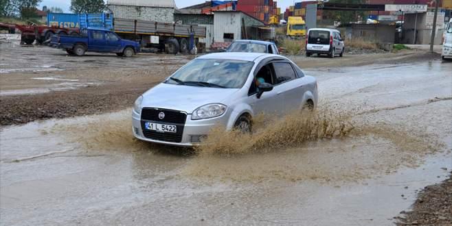 Serbest Bölge yolunda yağmur çilesi