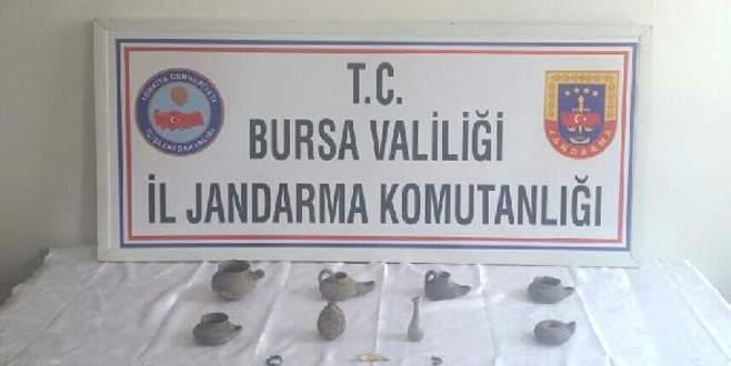 Bursa'da bisküvi kutusunda tarihi eser bulundu