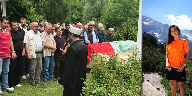 Uçurumdan düşerek hayatını kaybeden Melek, Bursa'da toprağa verildi