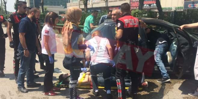 Bursa'da feci kaza! Bariyerlere çarparak durabildi