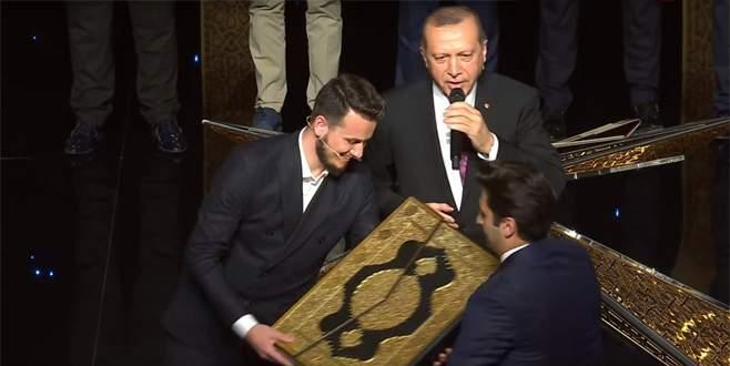 Bursalı hafız yarışmada 3. oldu, ödülünü Cumhurbaşkanı'ndan aldı