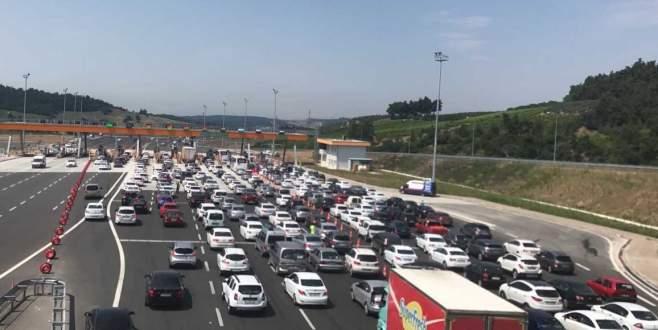 Bursa'da tatil yoğunluğu, kuyruk 20 kilometreyi buldu