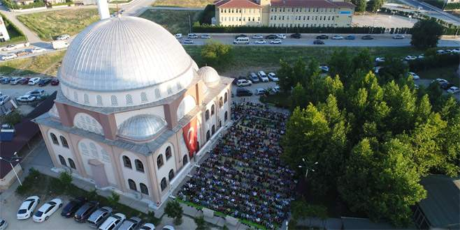 Bursa'da bayram sabahı camiler doldu taştı