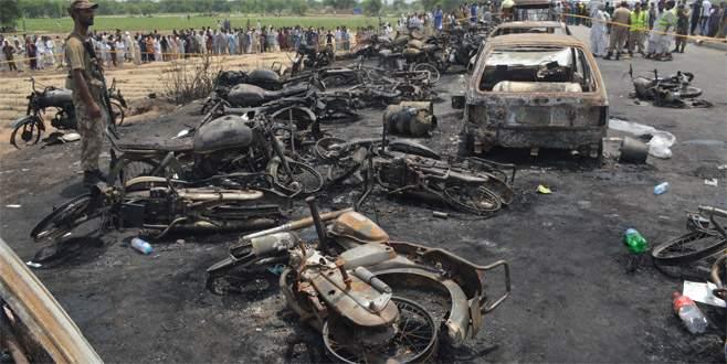 Pakistan'da facia: 148 ölü