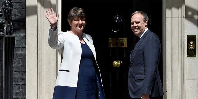 Birleşik Krallık'ta azınlık hükümeti anlaşması