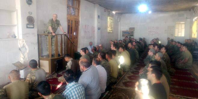 Zekai Aksakallı, El Bab'da askerlerle bayram namazı kıldı