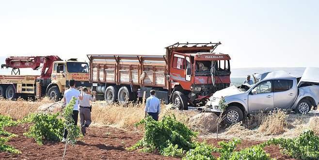 Askeri araçla kamyon çarpıştı: 1 şehit, 6 yaralı
