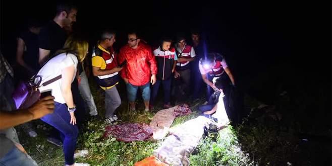 Çeşmeden eve dönüş yolunda kaza: 2 ölü, 1 yaralı
