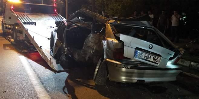 Bursa'da otomobil ağaçlara çarptı: 1 ölü, 1 yaralı