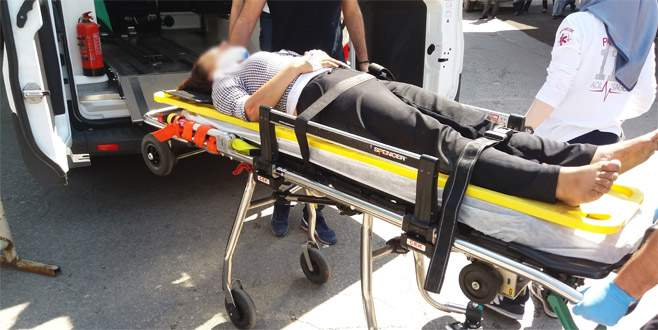 Kadını seyir halindeki araçtan yola attılar