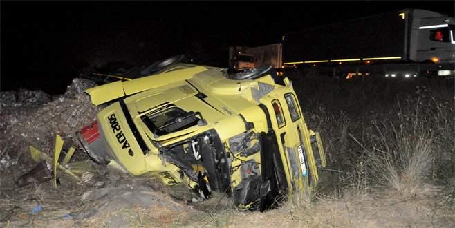 Bursa'da TIR kamyonete çarptı: 1 ölü, 1 yaralı