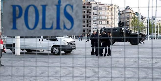 Taksim'de otel odasında otomatik bildiri makinesi bulundu