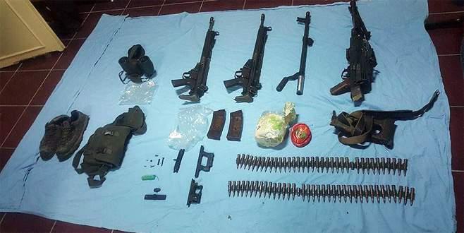 Şehit askerlerin kayıp silahları toprağa gömülü bulundu