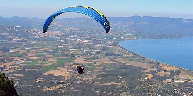 Yamaç paraşütçüleri Bursa'da buluştu