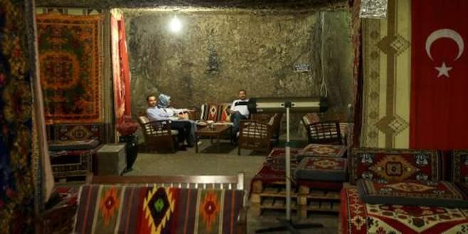 Havanın sıcaklığını unutturan 'mağara kafe'