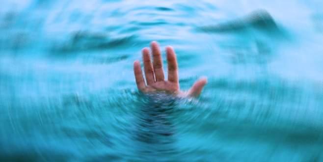 Serinlemesi için götürüldüğü denizde boğuldu