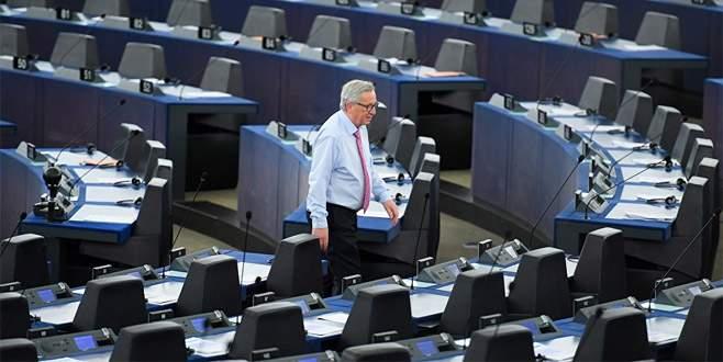Juncker vekillere çattı: Gülünçsünüz