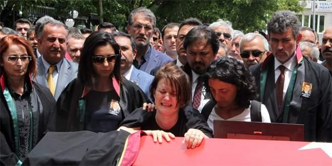 Avukat Özgür Aksoy son yolculuğuna uğurlandı