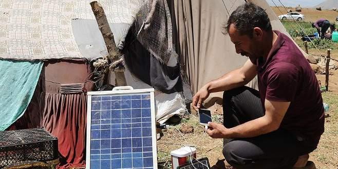 Göçerler enerji ihtiyacını güneş panelleriyle karşılıyor