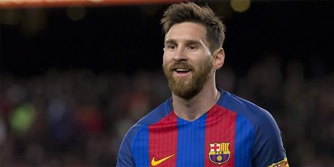 Messi 4 yıl daha Barcelona'da