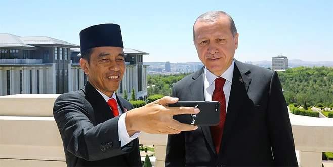 Erdoğan ve Widodo özçekim yaptı