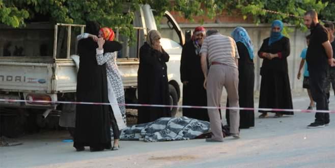 Kamyonet kaldırımda oturan kadınlara çarptı: 1 ölü, 7 yaralı