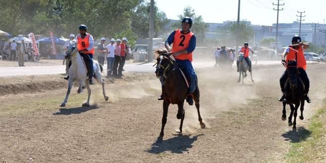 Nilüfer Rahvan At Yarışları nefes kesti
