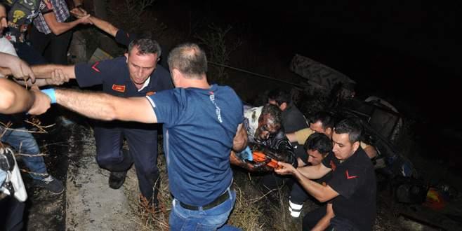 Bursa'da otomobille çarpışan traktör dere yatağına yuvarlandı