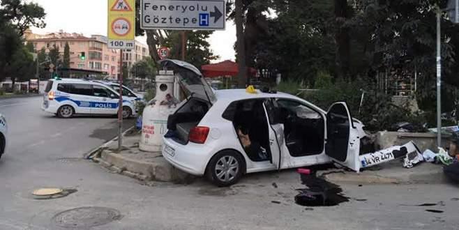 Hırsızlar polisten kaçarken duvara çarptı