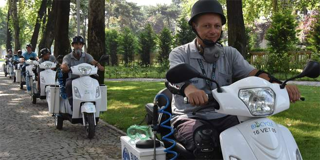 Elektrikli bisikletle 'sinek avlıyorlar'