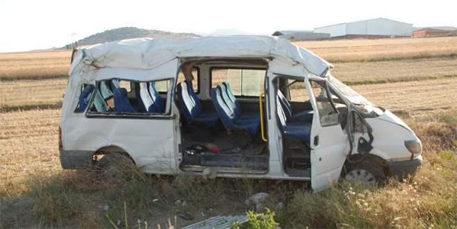 Burdur'da işçi servisi devrildi: 9 yaralı