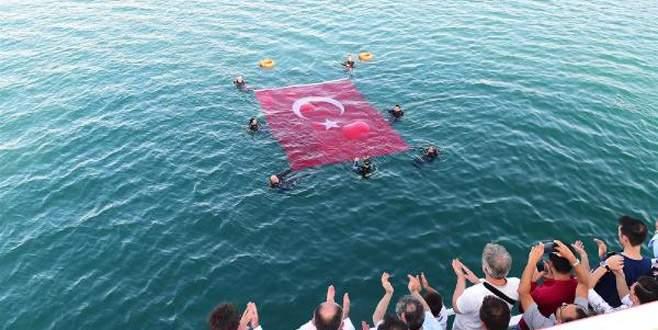 İznik Gölü'nün ortasında Türk bayrağı açtılar