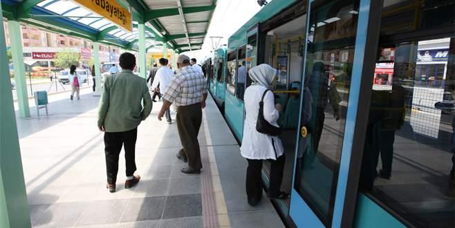 Bursa'da demokrasi nöbetine raylı ulaşım ücretsiz